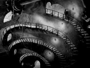 L'escalier expressionniste menant à la Tour des Bossus